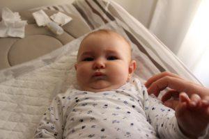 limpiar los ojos del bebé